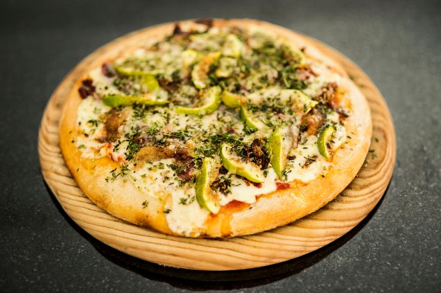 Pizza de pato e higos en Picsa