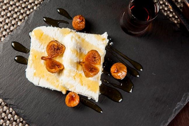 Higos en almíbar con requesón y miel